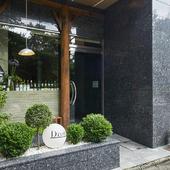 「京都御苑」の目の前で、じっくりワインと料理を楽しむ