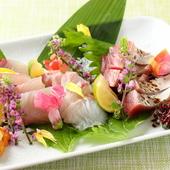 その時期おいしい鮮魚を贅沢に集めた『お造り盛り合わせ』