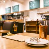 レストランからカフェ、バーと、移動なしに楽しめるお店