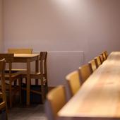 さまざまなライフスタイルの人が一緒に食事を楽しめる空間