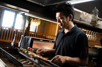 熟練された料理人の焼き技で、至極の一串を味わえる「焼鳥」