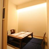 人目を気にすることなく、適度にリラックスできる個室もあり