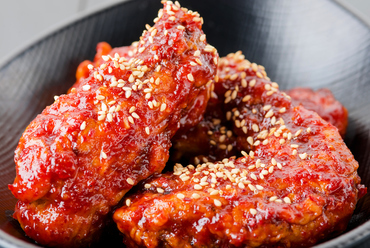 ジューシーで甘辛く、お酒が進む『チキンマフィアの韓国チキン』