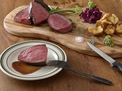十勝産エゾ鹿、岩手産黒毛和牛などで彩る『お肉の炭火焼き』