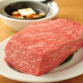 ヒマラヤ山脈のように肉がそびえ立ち、味も見た目も並外れたインパクトの『肉のヒマラヤ極』