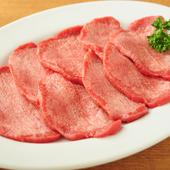 一度食べたら誰もがやみつきになること間違いなし。厚めのカットで旨味や歯ごたえ十分の『牛タン塩』