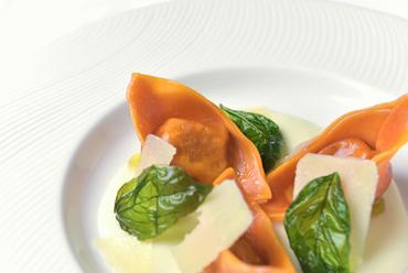 風味豊かなチーズソースで味わう『自家製トルテリーニ』