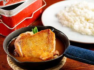 深みのあるスープの味わいに歴史を感じる『若鶏カリー』