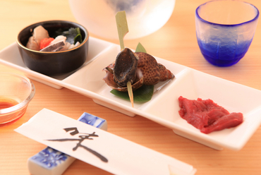 珍しいサメの心臓が美味。日本酒によく合う彩り豊かな『前菜盛り』