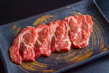 柔らかくてジューシーな肉の美味しさに驚く『特上ラム』