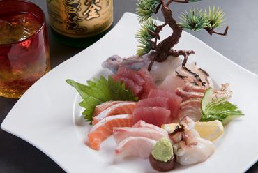 旬の美味しい鮮魚を堪能『刺身盛り合わせ』