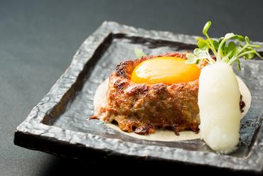 あっさりして食べやすく、コリコリとした食感の『和食家さんの手づくりハンバーグ』