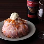 6時間調理。柔らかく甘みを感じる豚肉の旨さ。圧巻のボリュームメニュー『ローストポーク丼』