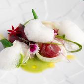 前菜として登場。季節の魚を斬新なスタイルでいただく『刺身』