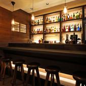 本格バーのお酒のクオリティを、リラックスできる雰囲気でお届け