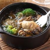 プリプリの広島産牡蠣を自家製オイルで煮込んだ『牡蠣のアヒージョ』