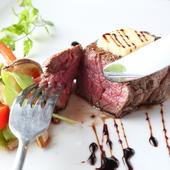赤身肉の旨みを堪能できる『牛ヒレステーキ(120g)』