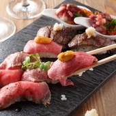 岩盤プレートに美味さの粋が勢揃い『肉寿司5種盛り合わせ(各2貫)』