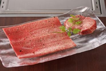 2種類の牛タンが味わえる『30日間熟成KINTANとプラチナタンの食べ比べ』