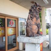 訪れるゲストをシーサーが出迎える、沖縄らしい風情も魅力