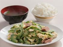 苦みと深みのある味わいが醍醐味の沖縄の定番料理。沖縄を代表する家庭の味『ゴーヤチャンプルー定食』