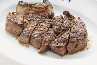 旨味の凝縮された肉本来の味わい『35日熟成 ブラックアンガスビーフ リブステーキ 650g』