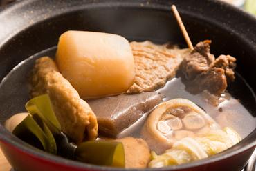 沖縄では珍しい関西風、薄めの味付けで人気の看板メニュー『おでん盛り』