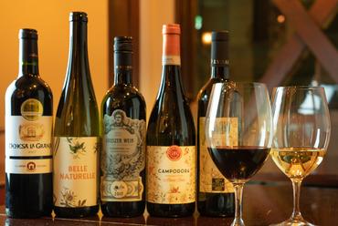 「値段以上のワインを提供する」をコンセプトに世界各国の銘柄を厳選。グラスでも十分満足できる『ワイン』