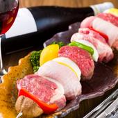 こんがり焼いた厚切り肉を満喫『超ロングブロシェットバーベQスタイル』