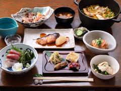 お通しから締めのご飯まで、さまざまな料理を手頃な値段で味わうことのできるお得なコース。