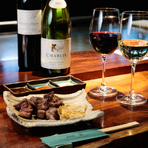 料理によく合うワインを選りすぐり、リーズナブルな価格で提供。白やスパークリングはハーフボトルも用意されているので、少しだけ飲みたい時にも最適です。特別な日にはシャンパンでお祝いを。