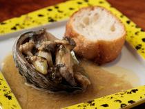 柔らかく濃厚な旨みがあふれ出す『活きアワビのステーキ』
