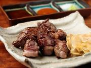 表面は香ばしく、中はしっとりジューシーに仕上げた絶品ステーキ。4種類のコースが用意され、贅沢な『プレミアムコース』ではA5ランク特選和牛を堪能できます。青森県産にんにくチップ付き。