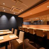 貝料理と日本酒に舌鼓をうつ、大人ならではの和やかな時間