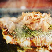 沖縄食材をふんだんに使用。存分に満喫したい『お好み焼き』