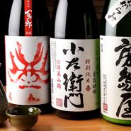 県内の酒蔵から厳選して仕入れられる岐阜の地酒。酒店のオススメや季節ものなども扱われています。定番品五種類は岐阜のお酒、そのほかに季節のオススメや限定品などが二種類ほど。