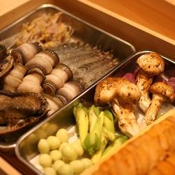 四季折々の厳選食材を使用した上質な天ぷらを堪能できる14,520円(税・サ込)コース