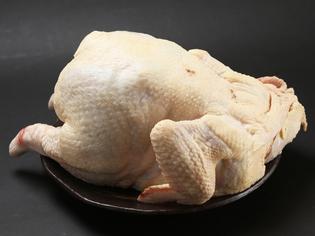 身が締まった親鳥のさばきは料理人の技があってこそ