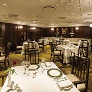 伝統のあるホテルならではの心のこもった親しみやすいサービスが魅力の一つです。都会の真ん中とは思えない、静寂が心地よい館内は、文豪たちにも愛されていたそうです。