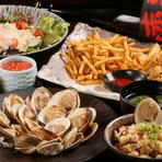 飲み放題の宴会コースは、看板メニューである『焼きはまぐり』が1人10個に加えて評判の『蛤の炊き込みご飯』に『蛤のお吸い物』と、蛤づくし。味はもちろん、話も弾む酒席が期待できます。