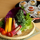 箸休めにもぴったり『やま田の野菜盛り~5種類の味噌と共に~』