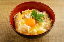 贅沢の極み!キャビアとウニをのっけた人気の『和牛肉巻きウニのせ』