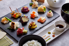 大人気!管理栄養士監修!「12種類のおばんざいプレート」の手巻き寿司、お味噌汁のビュッフェ◎