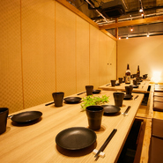 店内は落ち着いた和モダン雰囲気で全席個室となっております。飲み会や接待、合コン、宴会等幅広いご利用シーンでご利用頂けます!