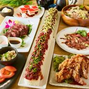 卵黄を絡めたオリジナルだれがおいしい「ロングユッケ寿司」。シャリとのバランスも良く、見た目のインパクトも抜群! 運ばれてきた瞬間から、盛り上がれそうなコース料理です。
