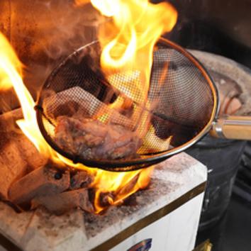 2種の鶏の炭火炙り焼き 全8品飲放120分コース