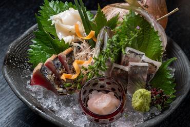四季折々の旬魚が美食家の舌を唸らせる『刺身』