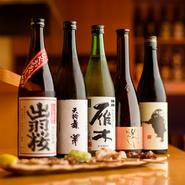 日本酒は、料理に合うよう辛口を多めに県内外の様々な銘柄をラインナップ。季節限定のものや、珍しいものなども積極的に仕入れているので、どんな銘柄に出合えるかは来店したときのお楽しみです。