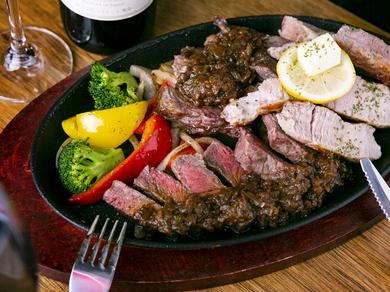 あらゆる「肉」が味わえる、ボリューミーな『Steak盛り』