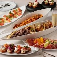 アラカルトからメイン料理まで、多彩なメニューを用意。予算に合わせてコースを組んでくれることはもちろん、パーティーにも利用可能です。立食形式にも対応してくれるので、気軽に相談してみては。
